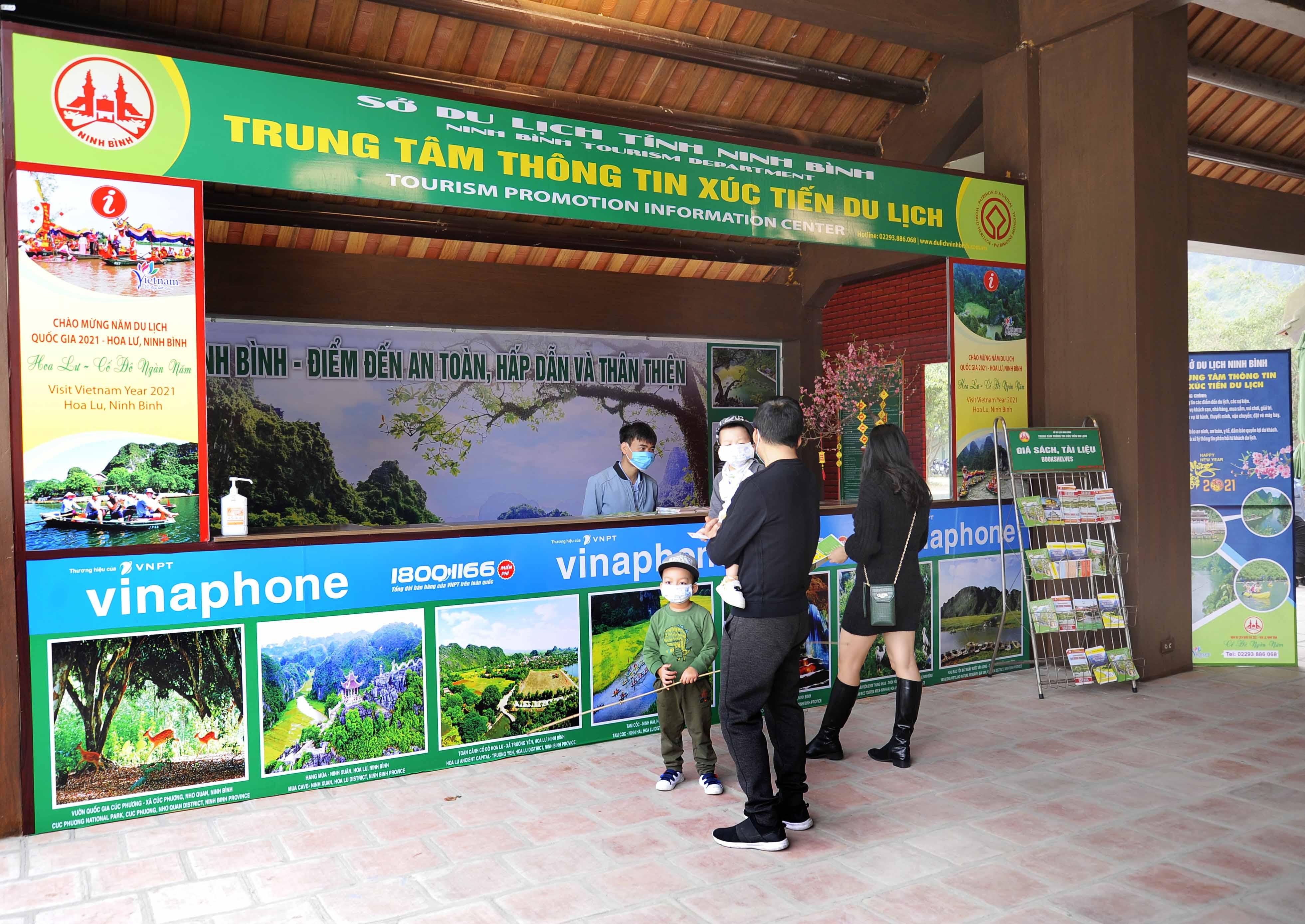 Trạm hỗ trợ du khách tại bến thuyền Tràng An